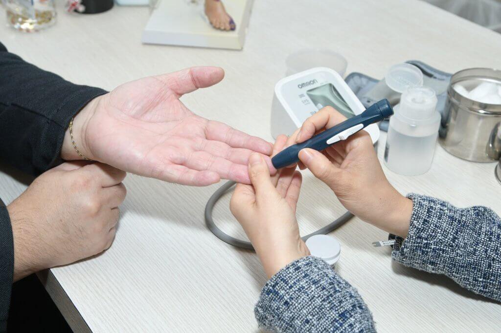 篤手指採血可檢測血糖度數