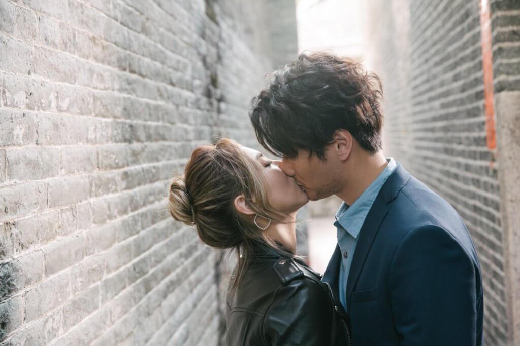 王敏奕與謝東閔有連場激吻戲,相信老公不會呷醋。