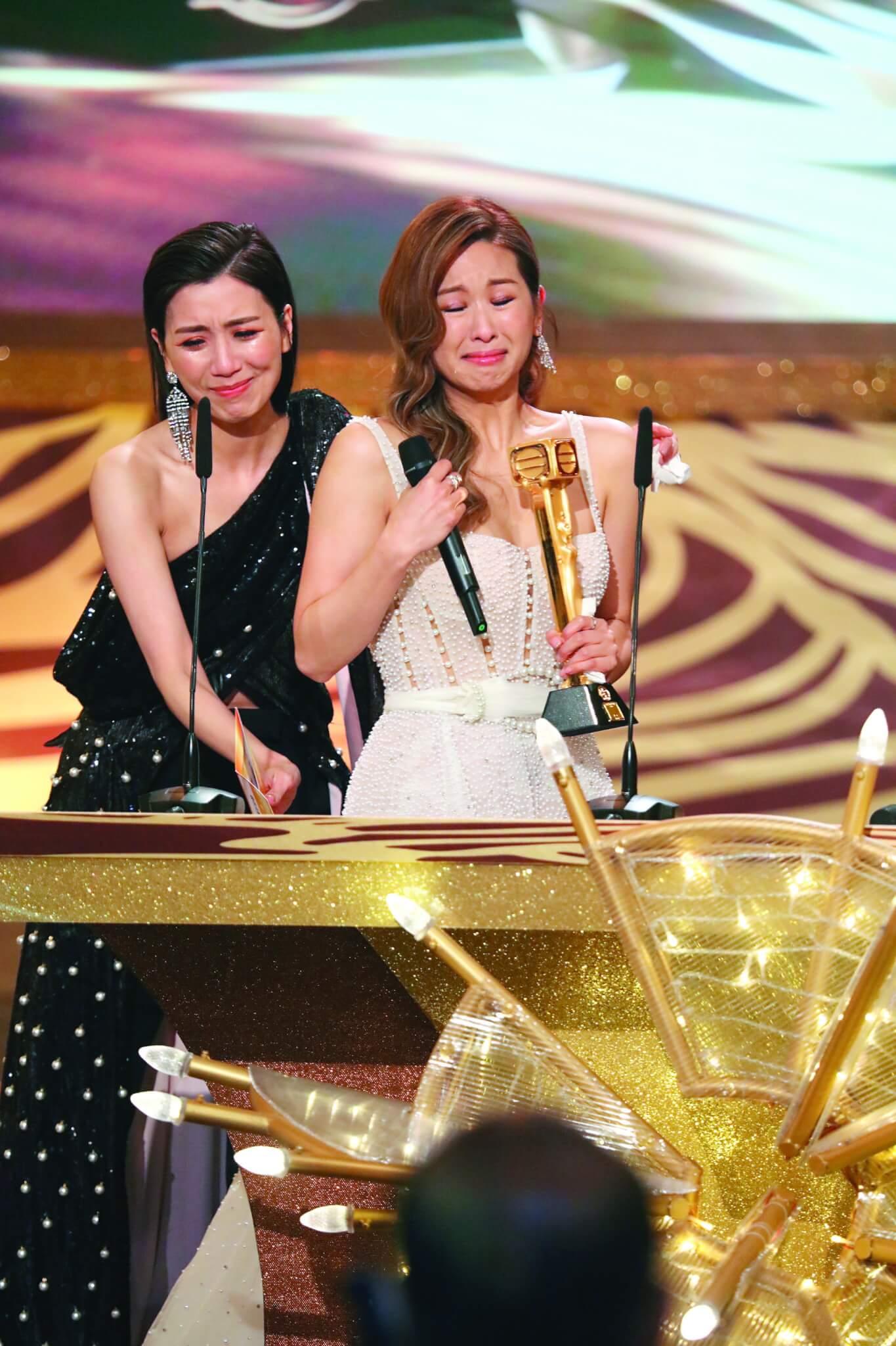 受到好姊妹的祝福加持,趙希洛隨即在台慶頒獎禮上,由黃智雯頒發「最佳女配角」獎項,預言成真。