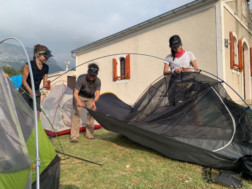 在克羅地亞,每天完成路線後,與隊友紮營休息。