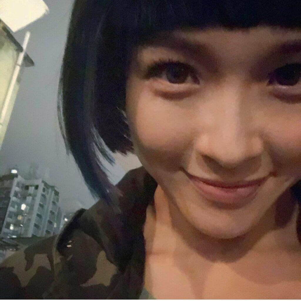 李佳芯在新劇《智能愛(AI)人》飾演機械人,戴上假髮及有色隱形眼鏡,形象耳目一新。