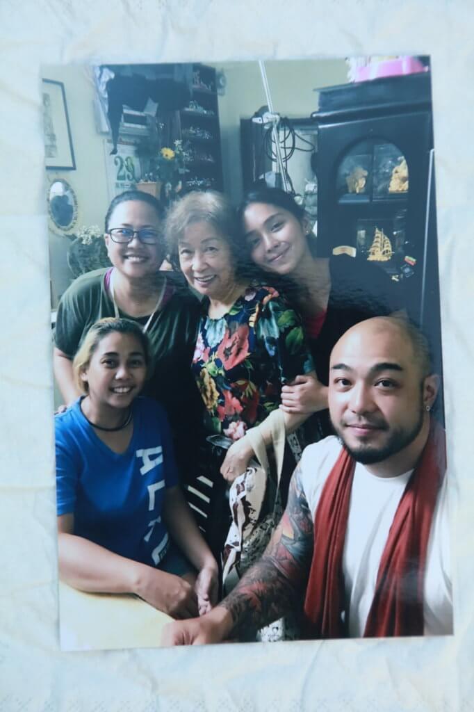 彭美嫦演出菲律賓電影《Hello,Love,Goodbye》,跟劇中演員合照。