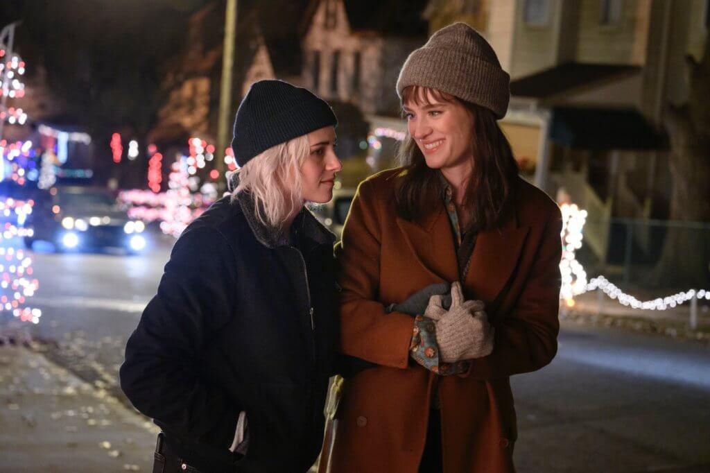 兩位女主角本來是生活在賓夕法尼亞州匹茲堡的一對現代恩愛同志情侶