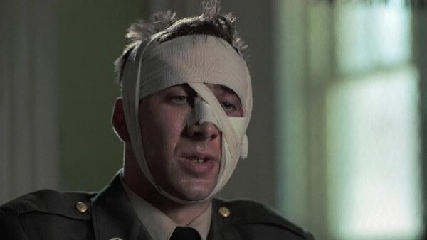 尼古拉斯在《追鳥》中演一名越戰後臉部受重傷的男子,表現突出。