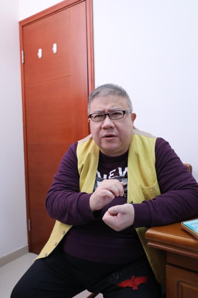 徐大基醫師教劉錫賢適當地飲水,有助穩定血壓。