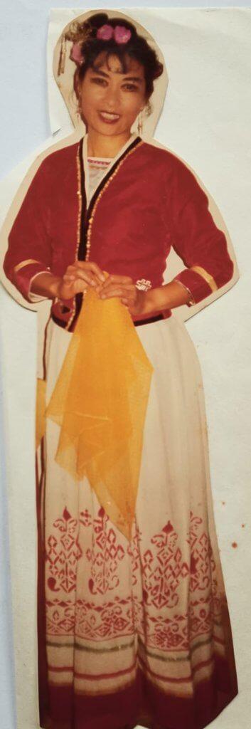 彭美嫦曾經是女高音歌唱家,年輕時代在國內歌舞團表演。