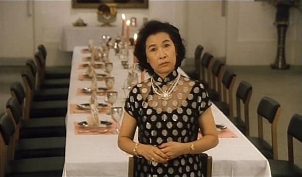 彭美嫦在電影《新難兄難弟》飾演楚原妻子,亦是劉嘉玲母親,打扮富泰。