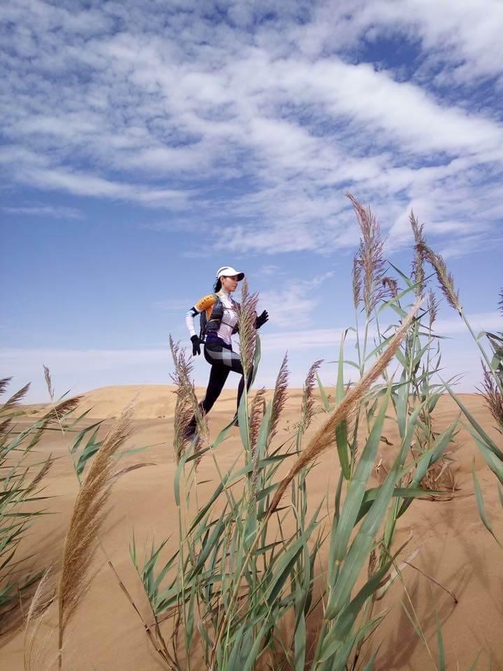 首次參與騰格里沙漠賽事,最難捱是天氣問題,早上酷熱,晚上卻很冷。