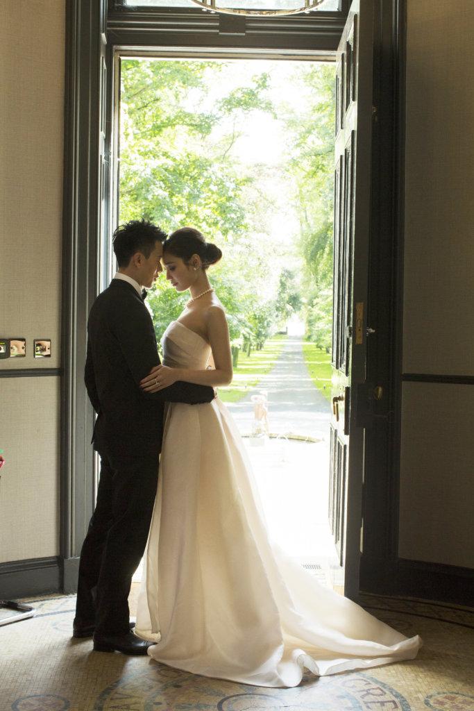 陳宇琛一七年與有線前主播林佑蔚在英國舉行婚禮,雙方父母都希望盡早抱孫,陳宇琛表示待疫情過後,一定會圓父母的心願。