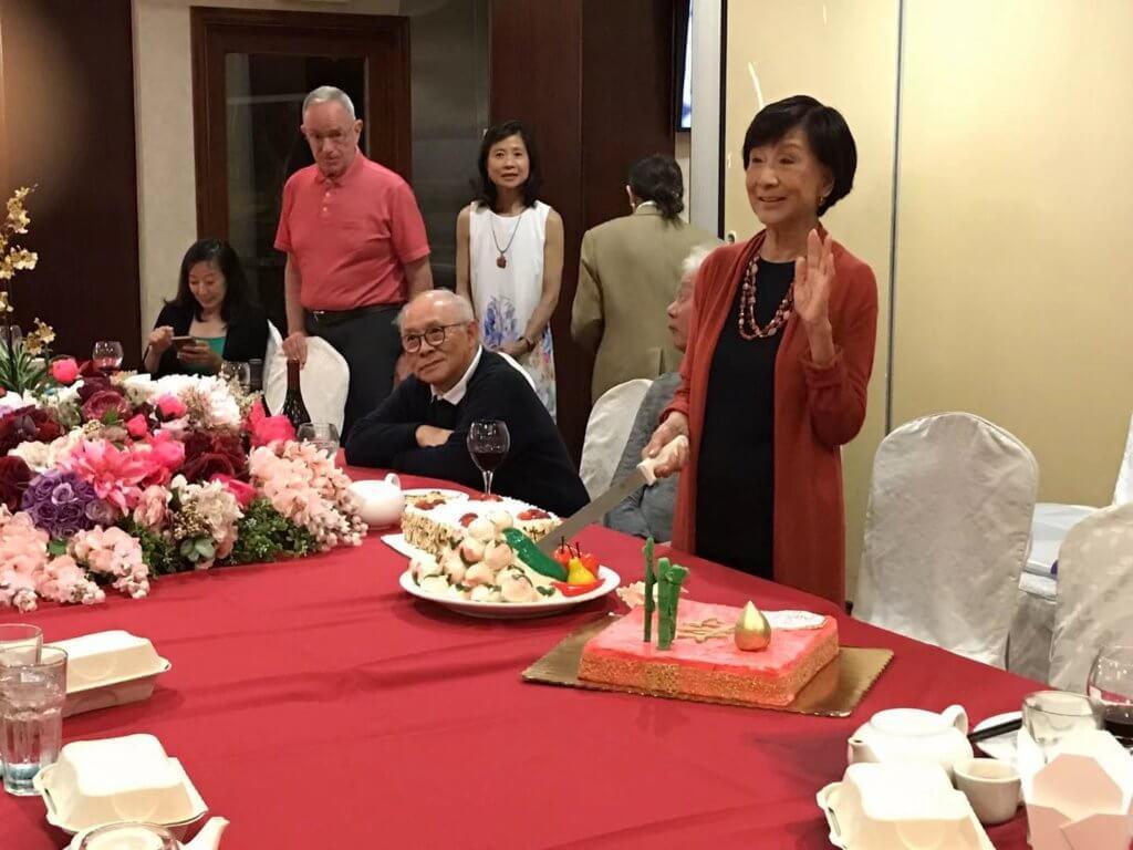 一九年七月二十號丈夫和一班朋友為她慶祝生日