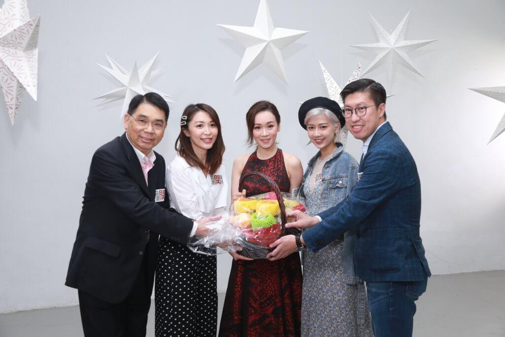 楊思琦獲邀為香港開電視外購日劇《夏空》唱主題曲《仲夏陽光》,拍MV當日主持黃芳雯及鄺芷凡與兩名高層到場探班。