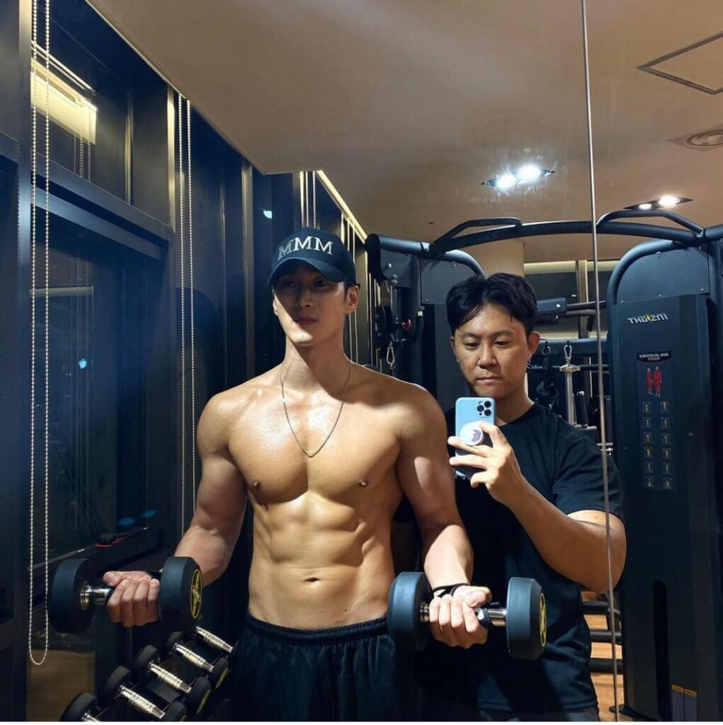 健身是安普賢的嗜好,他近日也將成果放上IG 與粉絲分享。