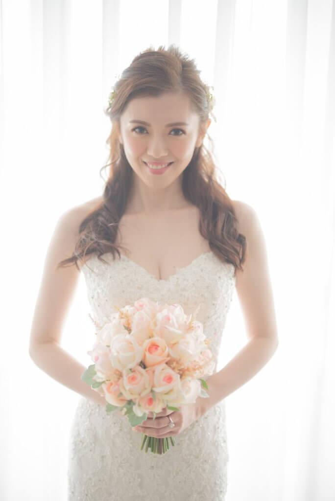 袁文傑要老婆的婚紗性感一點,因為做新娘要把璀璨一面示人,張潔蓮選了六套婚紗後,選了這一件。