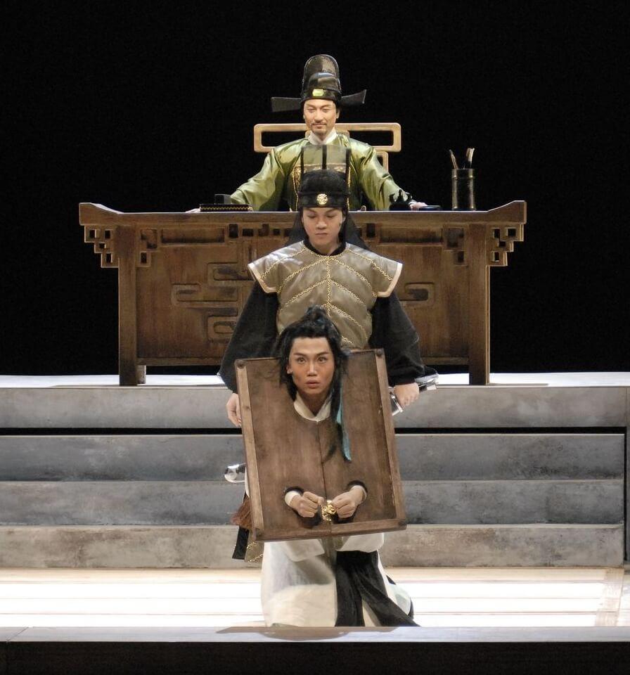 黃建東回港後加入香港話劇團,演出古裝劇《梨花夢》。