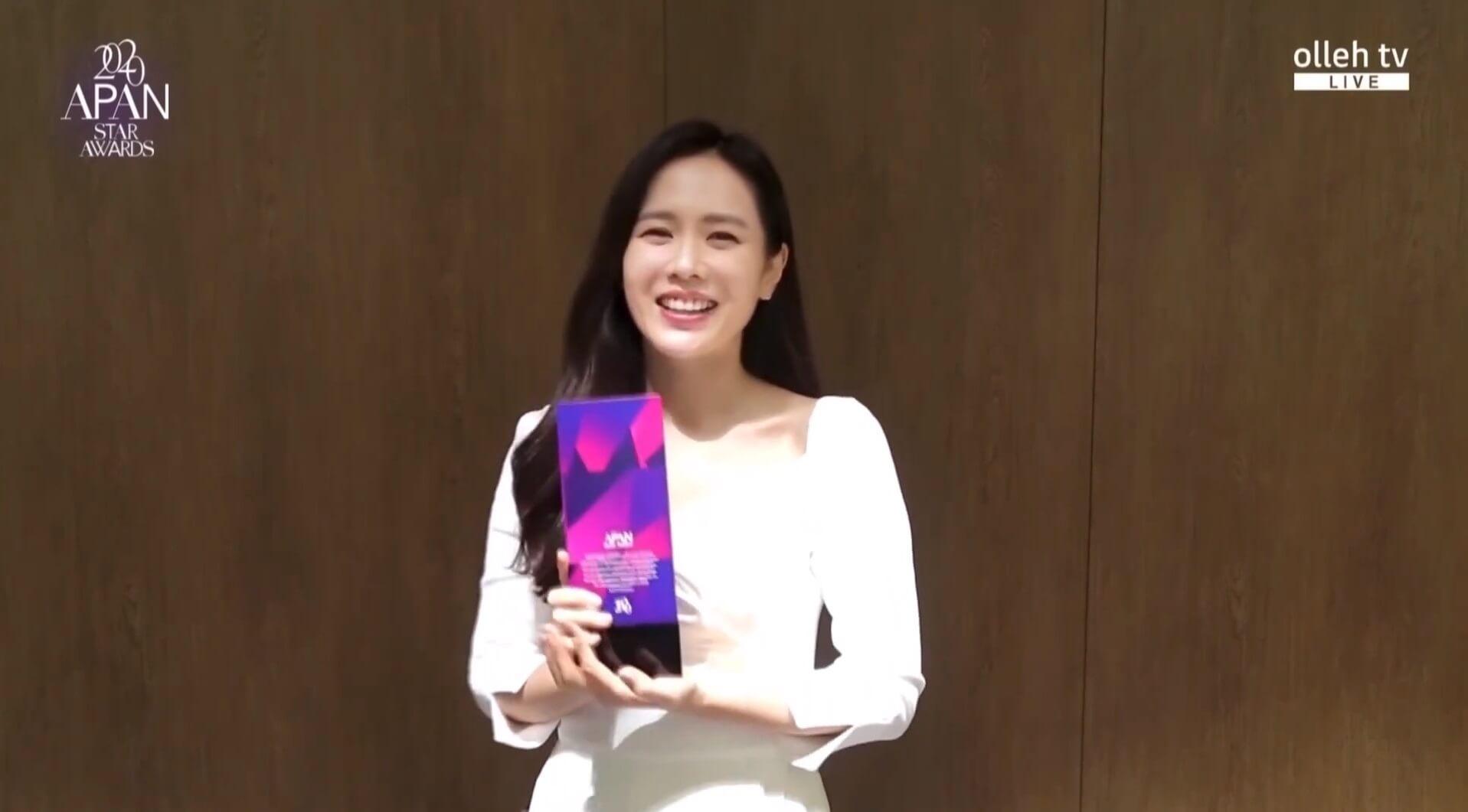 孫藝珍獲得「KT Seezn明星獎」,錄下短片分享感受。
