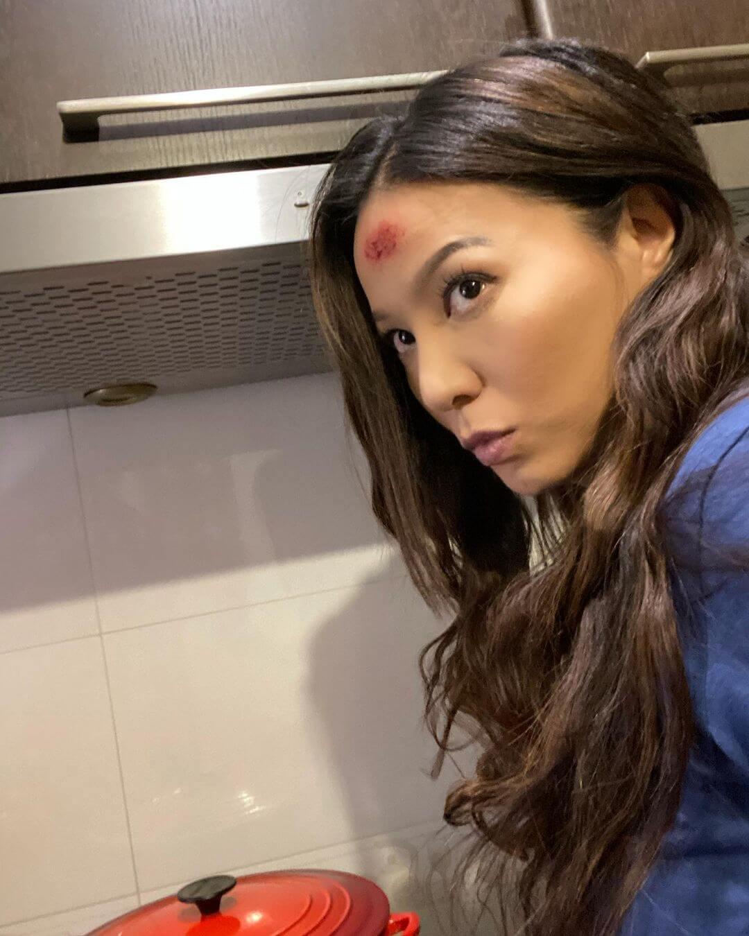 滕麗名去年拍攝《陀槍師姐2021》時忘記卸去特技化妝,把老公朱建崑嚇個半死。