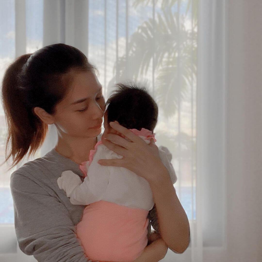 楊秀惠與女兒