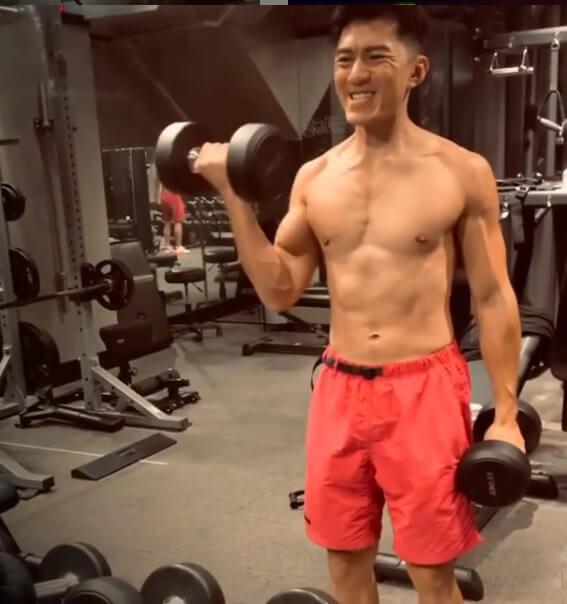 袁偉豪努力運動想保持最佳狀態卻事與願違,休息不足令他看得比往時憔悴。