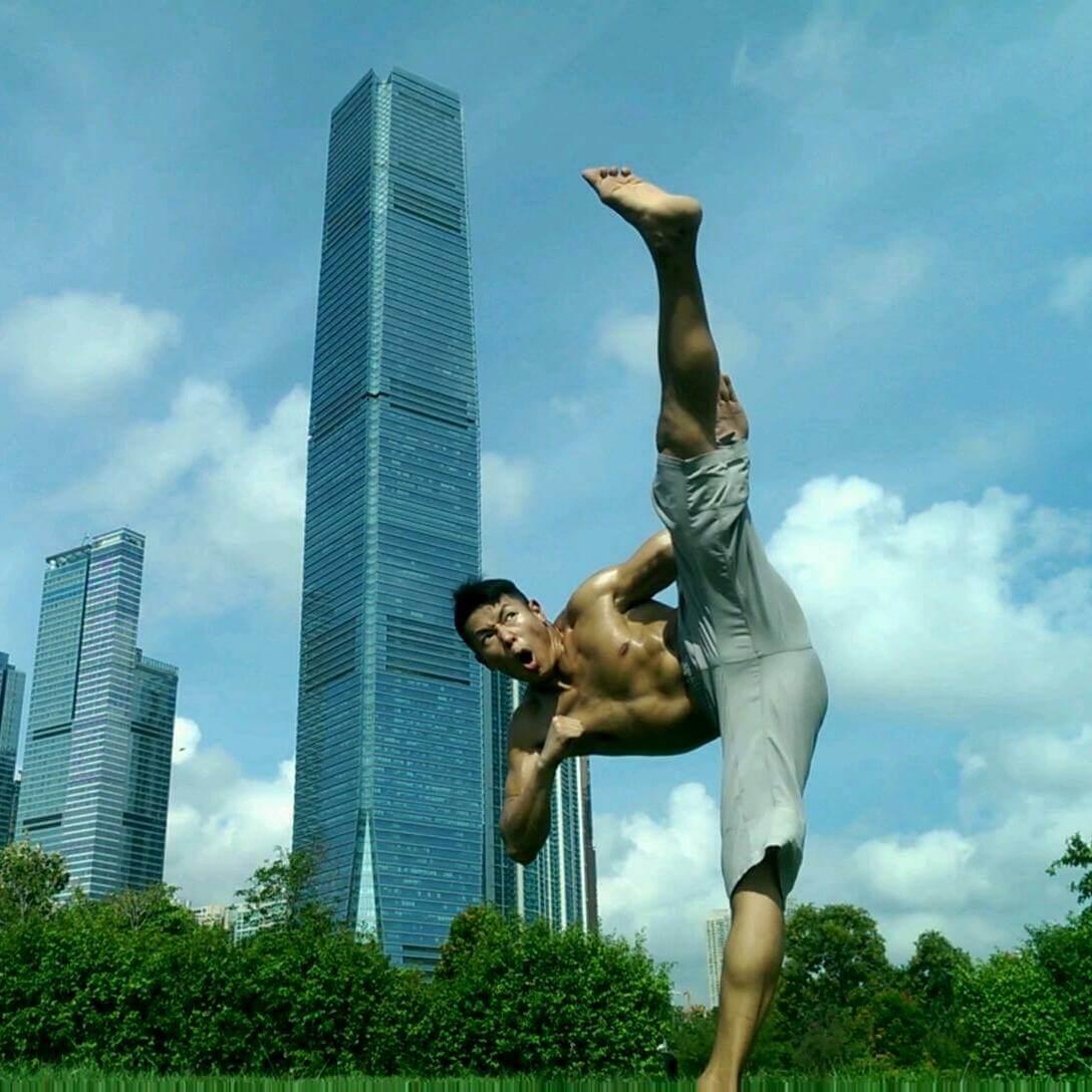 羅浩銘一有時間就練拳及健身,難怪一身肌肉。
