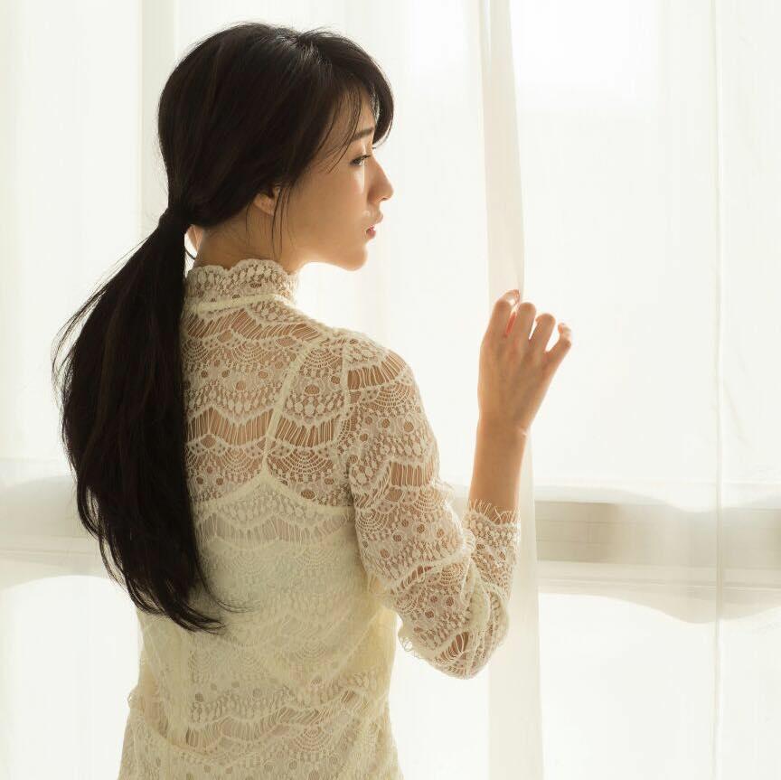 改名菊梓喬後,在小型公司推出首張單曲《今天的我》,封面拍攝背影。