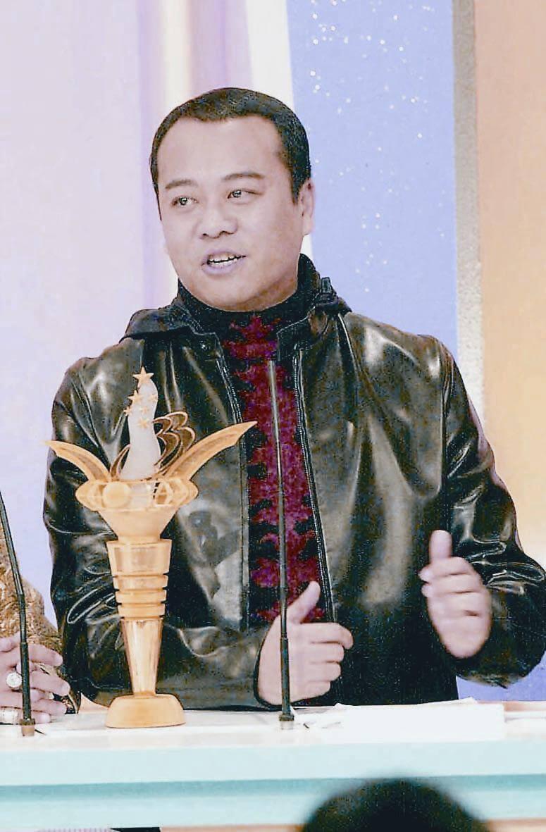 歐陽震華在無綫苦幹二十年,在2000年憑《洗冤錄》得到「我最喜愛的男主角」大獎,終於吐氣揚眉。