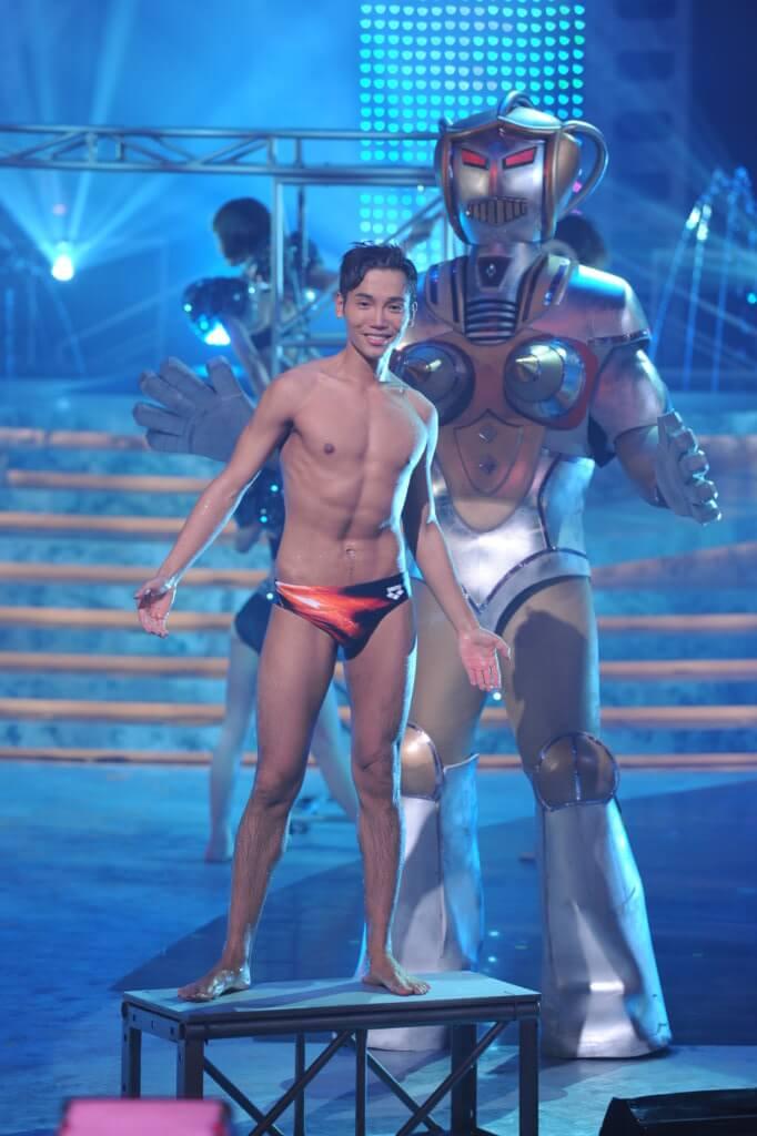 黃建東一一年參加香港先生,減肥健身騷肌肉。