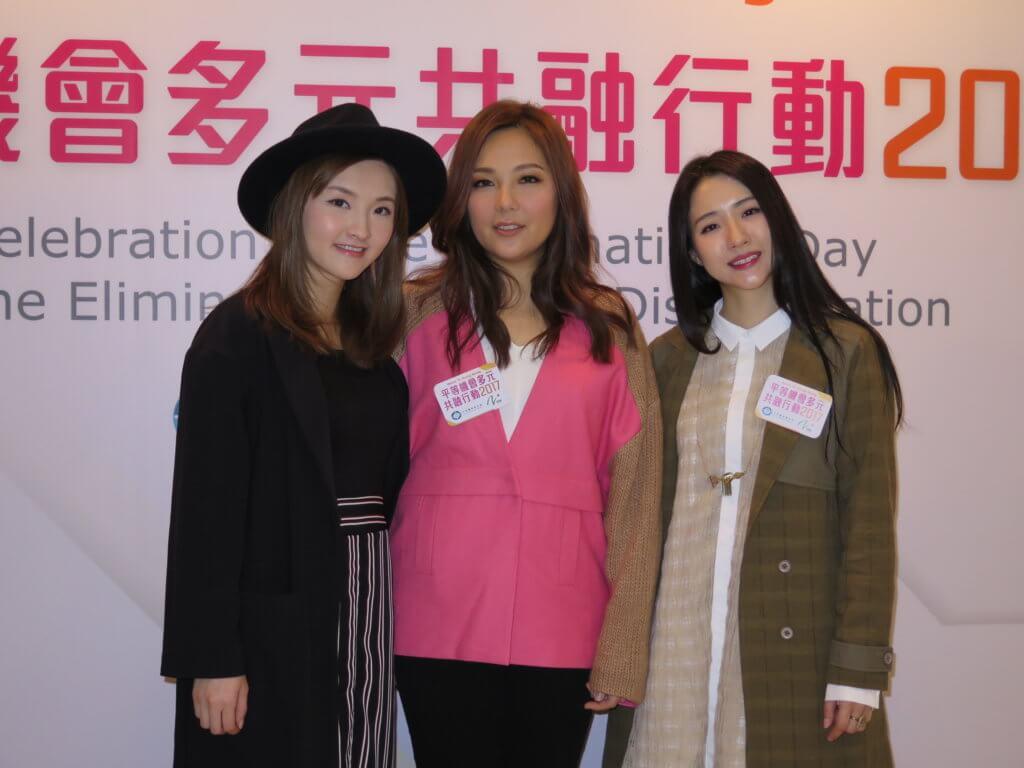 菊梓喬初出道時與衛蘭、林欣彤一起出席活動。