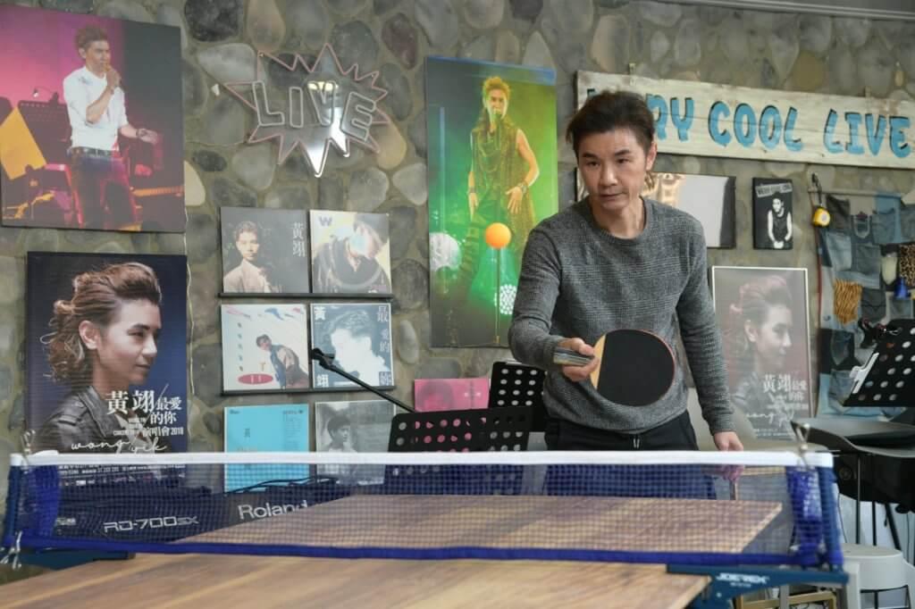 黃翊雖然沒跟教練學打乒乓球,但小學時奪得過乒乓球比賽冠軍。