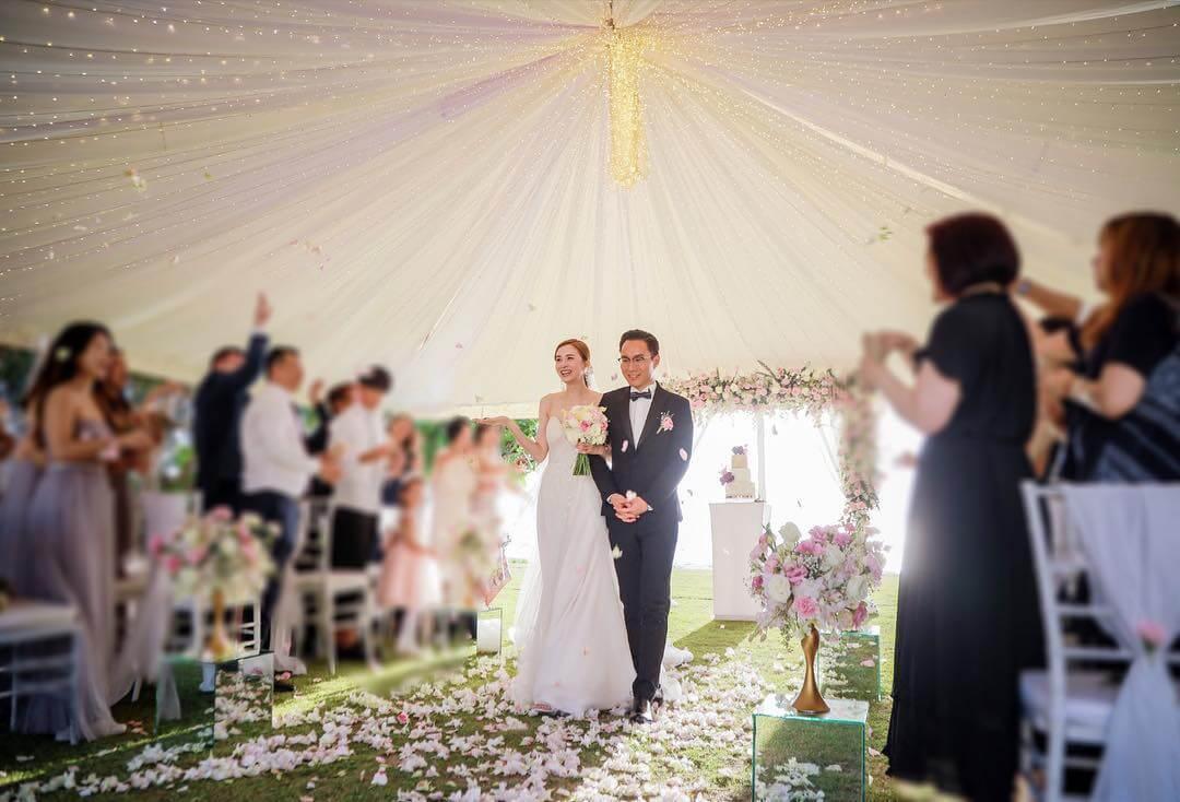 沈卓盈與老公Calvin於2019年2月在泰國布吉舉行婚禮