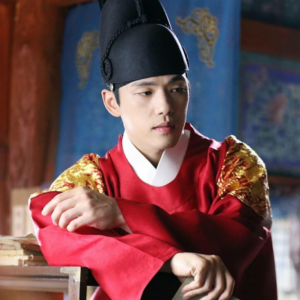 《哲仁王后》中的金正賢看似天然呆,但其實內心一直希望改革朝政。