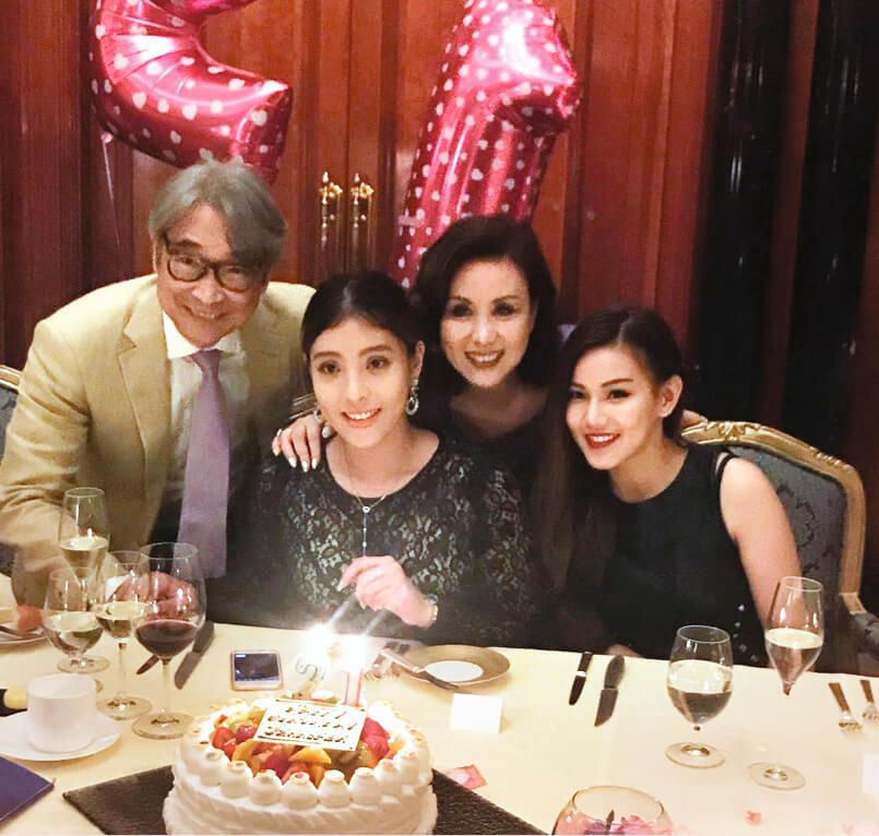 文雪兒與袁慧明於2015年結婚,兩女兒與繼父相處融洽。