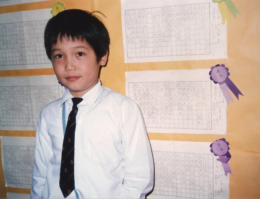 黃建東小學和中學讀喇沙,不過他形容自己在校內不太突出。