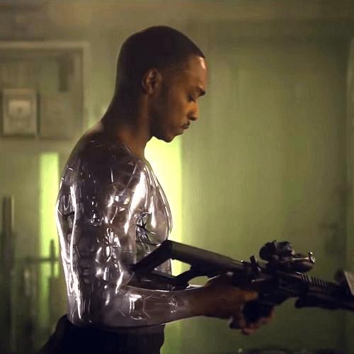 安東尼飾演的生化人於片中有不少吳宇森式動作槍戰場面