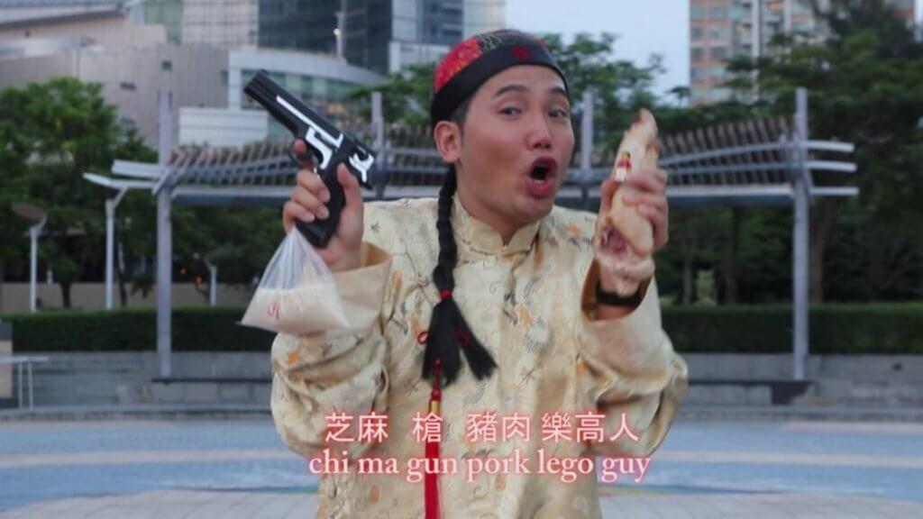 黃建東拍的惡搞《PPAP》片已累積二百四十萬點擊率,這段二次創作片改變了他的演藝路。
