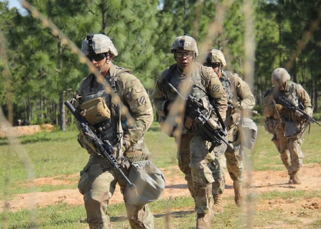 影片動作連場外,亦探討很多關於戰爭世界的議題。