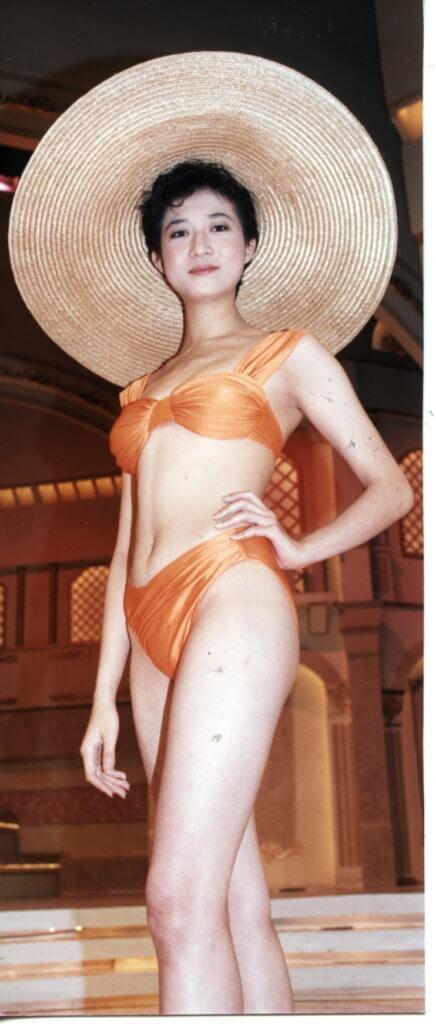 九○年亞姐選舉是非不斷,當年被視為大熱的吳綺莉賽前曾被人整蠱,比堅尼泳裝上身竟然不翼而飛。