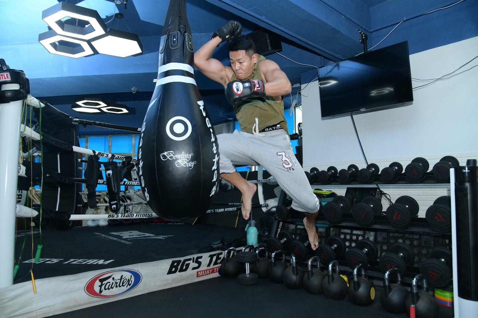跳躍飛是古泰拳的打法,現實中甚少機會運用。