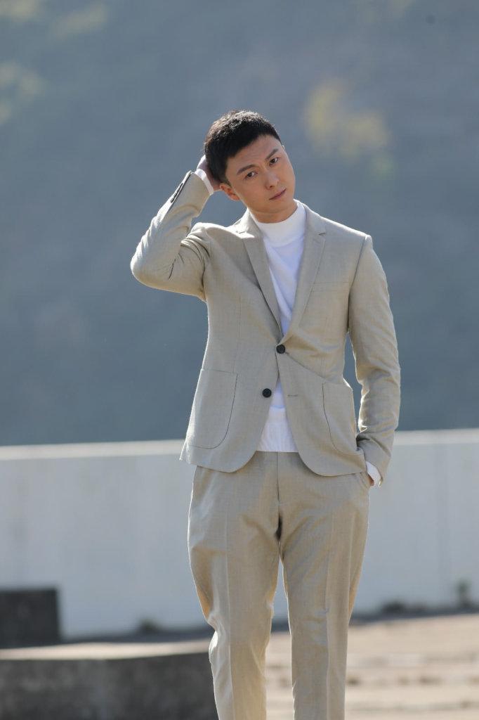 很多人以為王浩信已轉簽邵氏,他澄清自己仍是TVB經理人合約的藝人,還有很長日子才約滿。