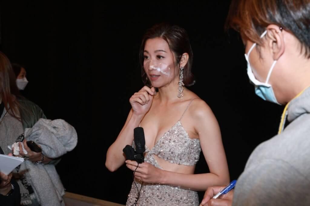頒獎禮後,陳自瑤為自己的黑面反應解畫,表示是因為太愕然分了心,又說王浩信每次得獎都會多謝她,不過當記者要求合照時,Yoyo則以身體不適為由先行離去。