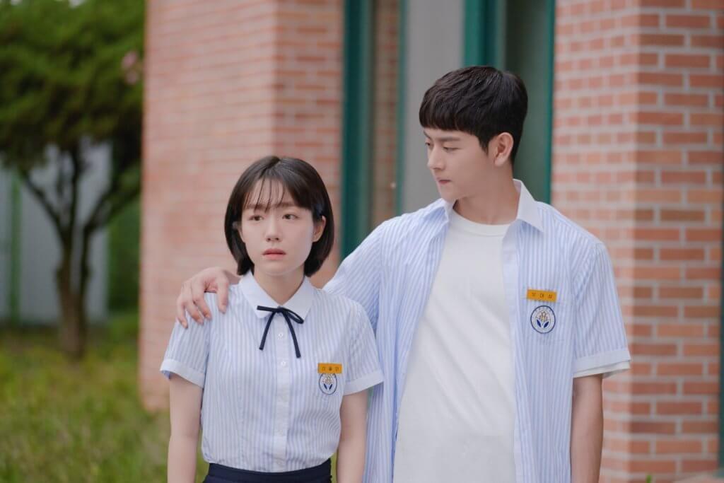 呂會鉉在劇中雖然對蘇珠妍有好意,但知道她對金曜漢朝思暮想,所以只好把愛意收藏,以兄弟相稱。