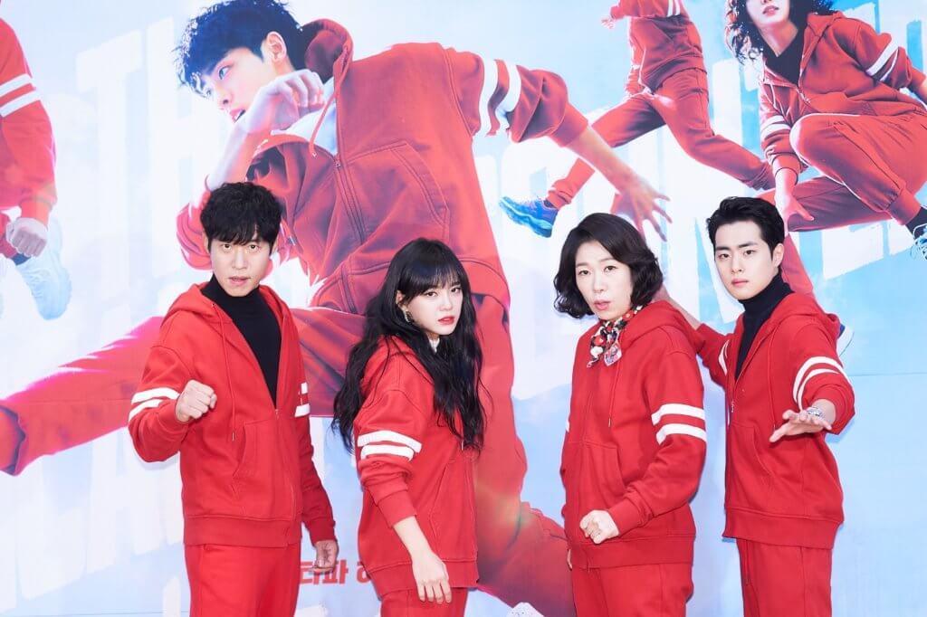 《驅魔麵館》四人組合作無間,而劉俊相(左)本身熱愛運動及拉筋,一直鼓勵及鞭策趙炳圭減肥。