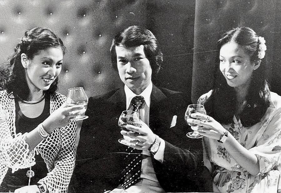 當年的佳視人才濟濟,米雪、白彪及鄭裕玲曾在時裝劇《名流情史》中合作。