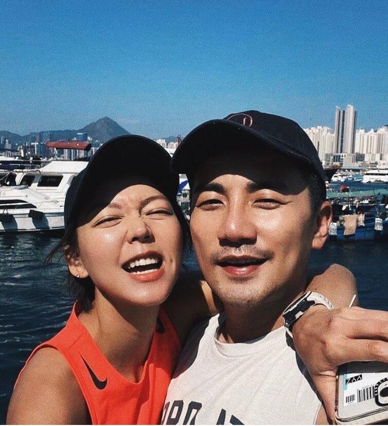 女友IG放閃,寫上「你陪我跑定我陪你跑」,好甜蜜。