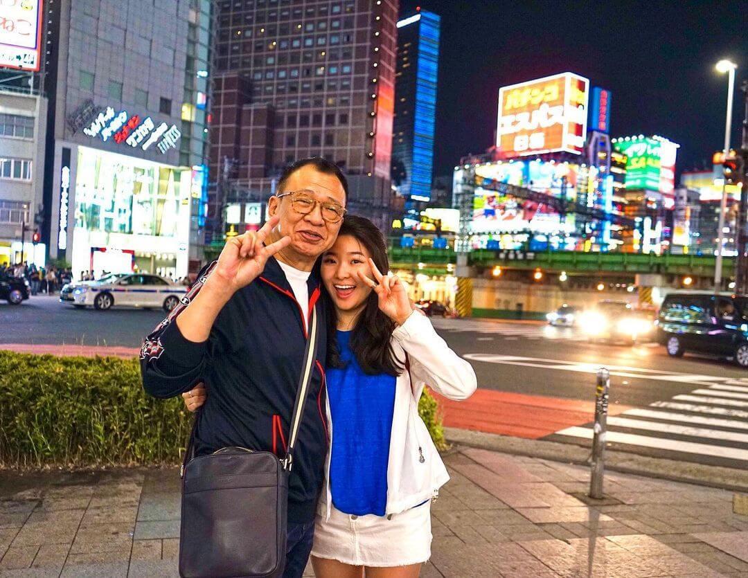 囡囡許惠菁畢業後,許紹雄打本給她開店當老闆。