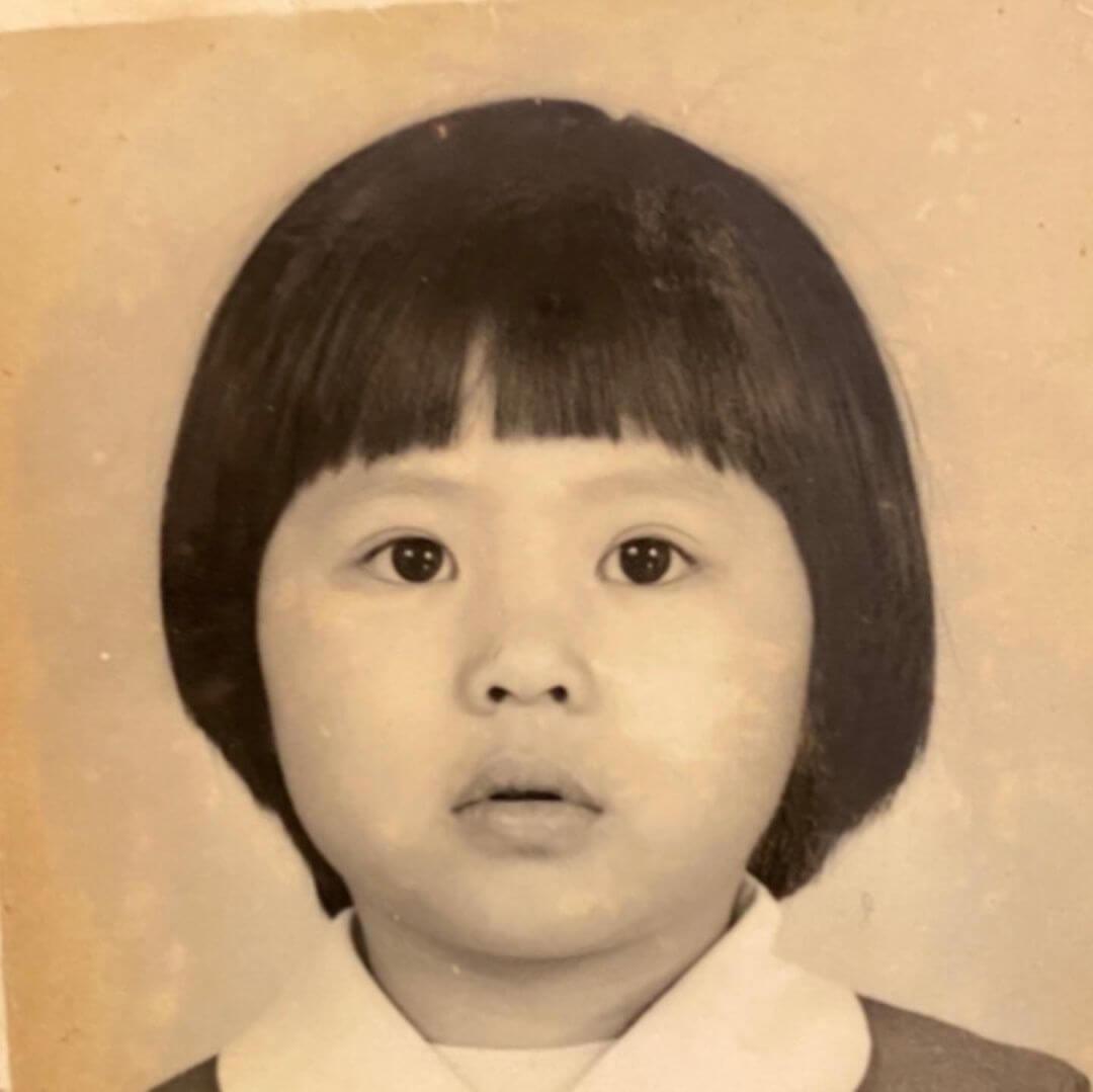 李媽媽梁志瑩的童年照