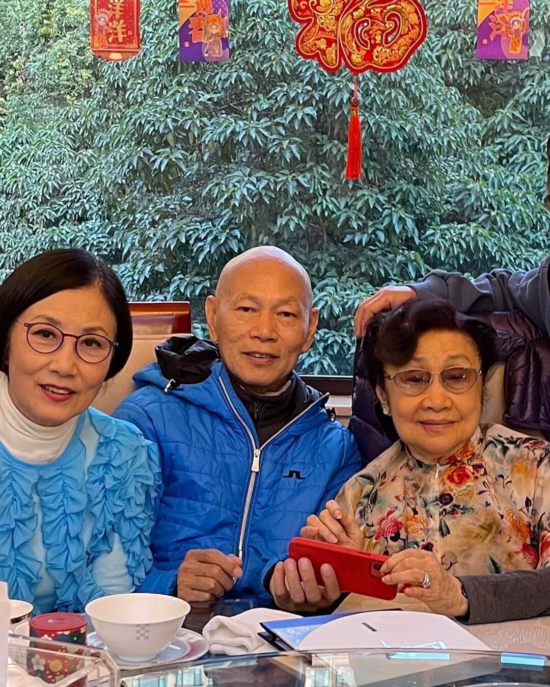 汪明荃與羅家英將自家製蘿蔔糕送出,第一站就是送予白雪仙。