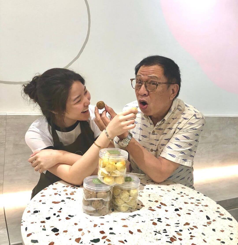 農曆新年將到,許紹雄急不及待為囡囡許惠菁的新品做宣傳。