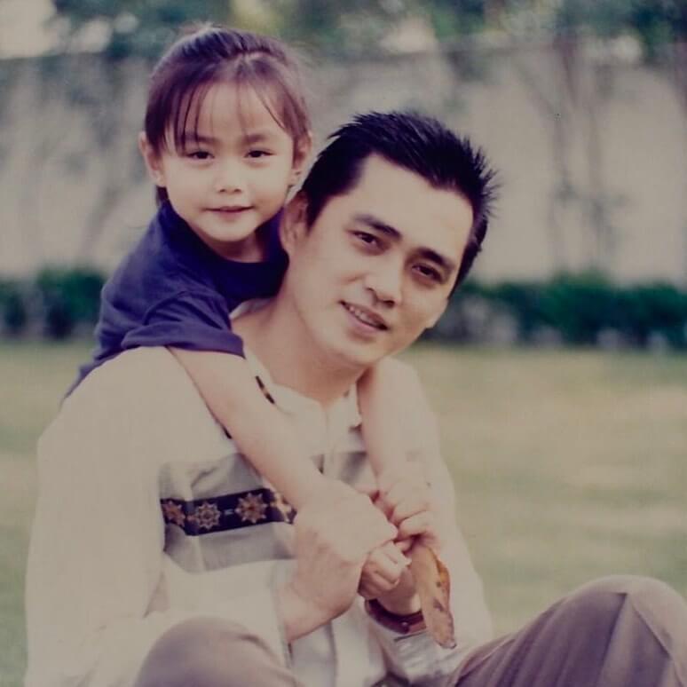 靚湯曬出與爸爸湯鎮宗的舊照,相當可愛,有粉絲以為年輕的湯鎮宗是黃耀明。