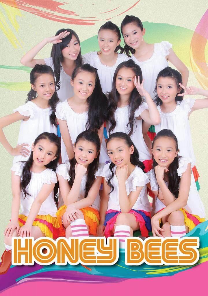 Cloud自小訓練有素,更和港產韓星莊錠欣Elkie(上排中)以少女組合Honey Bees表演。