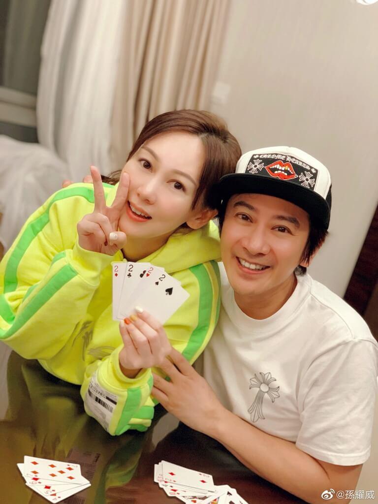 孫耀威與老婆玩鋤大D,在她生日的凌晨零時零分被4條Dee所贏。